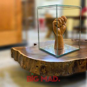Escultura em Vidros Figa Madeira Macica