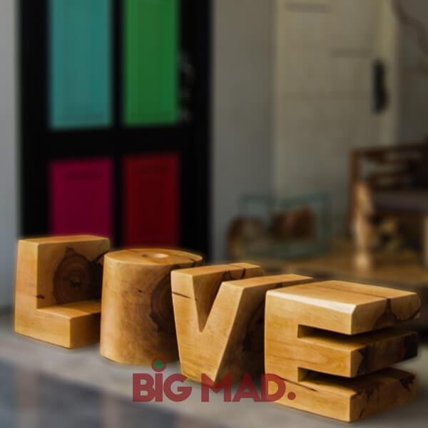 Escultura Banco Love em Madeira Macica